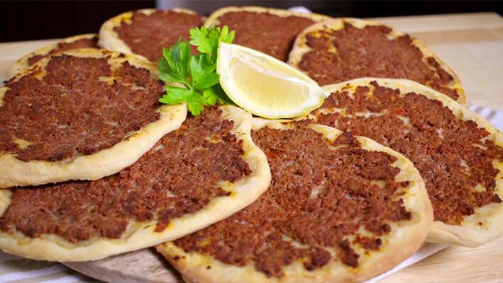 Lebanese lahembajin (Manoushe Pizza)